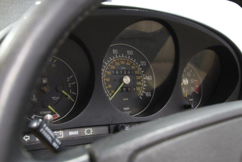 1987 Mercedes-Benz 560SL 81