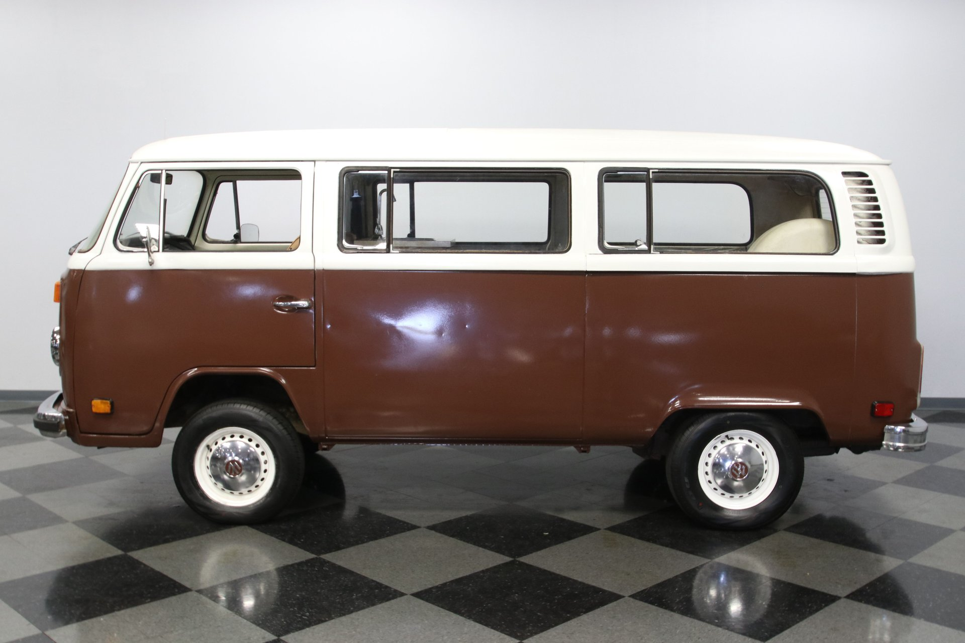 1977 volkswagen type 2 bus