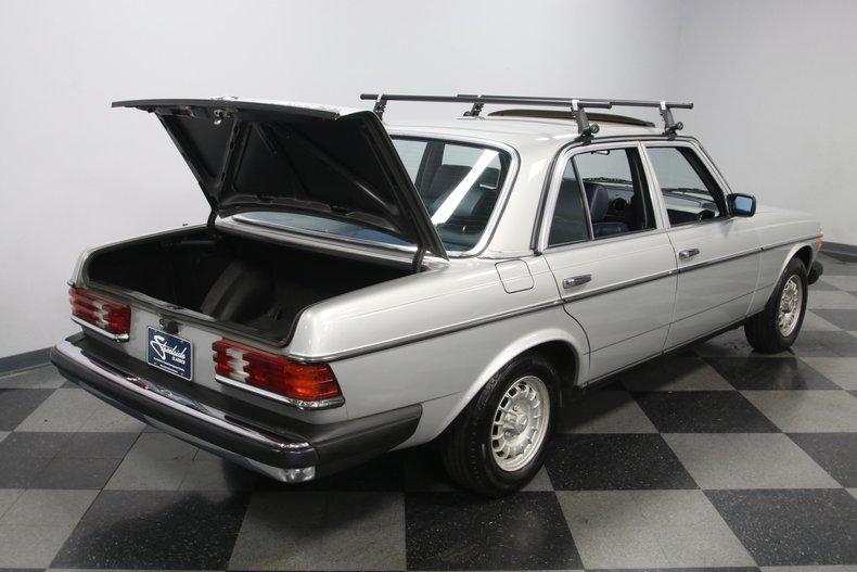 1985 Mercedes-Benz 300D 41