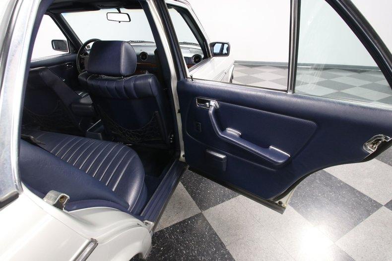 1985 Mercedes-Benz 300D 61