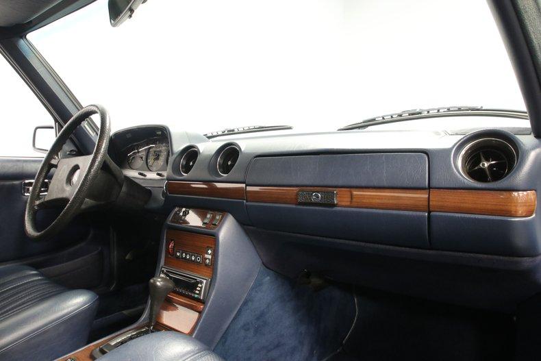 1985 Mercedes-Benz 300D 64