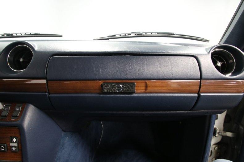 1985 Mercedes-Benz 300D 66