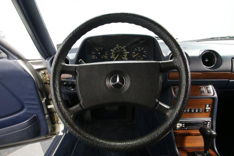 1985 Mercedes-Benz 300D 48
