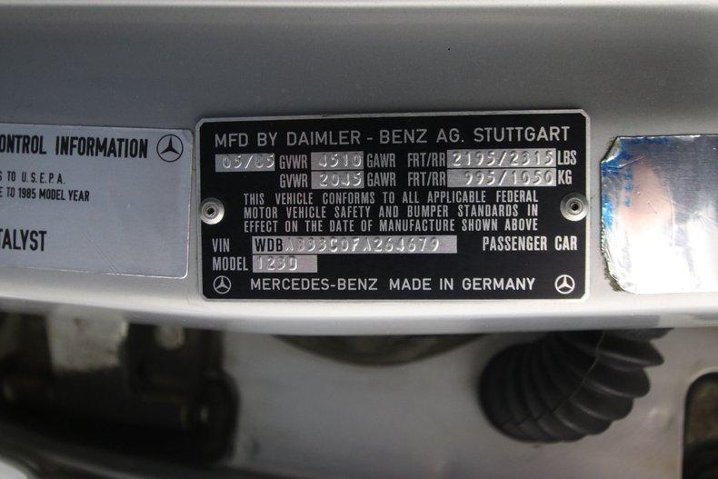1985 Mercedes-Benz 300D 74