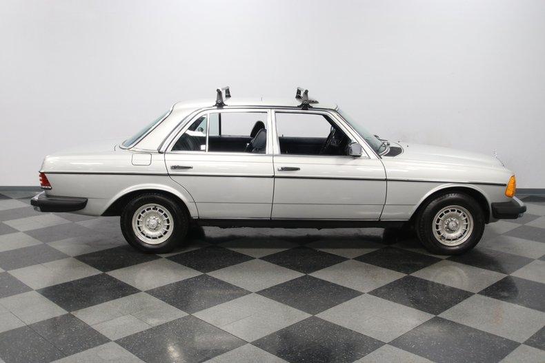 1985 Mercedes-Benz 300D 33