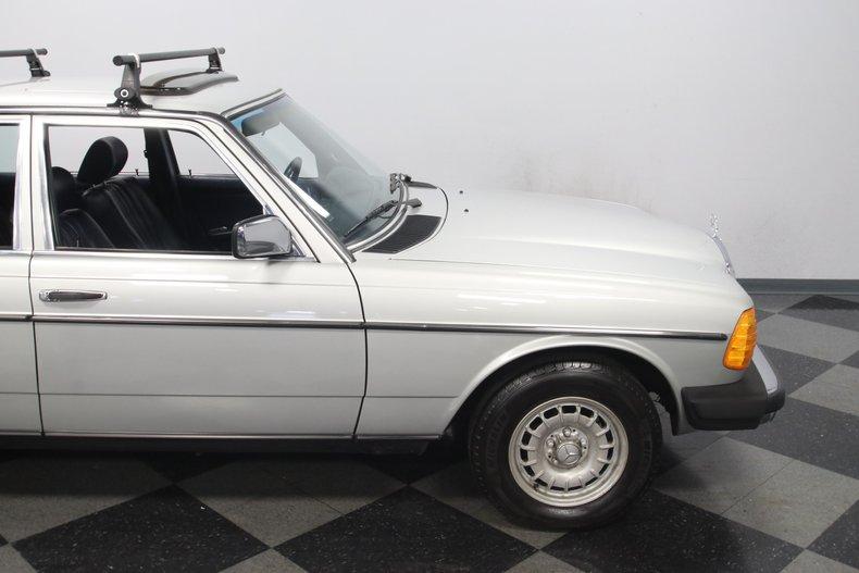1985 Mercedes-Benz 300D 35
