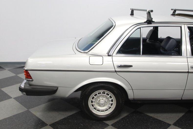 1985 Mercedes-Benz 300D 34