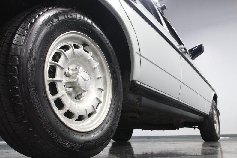1985 Mercedes-Benz 300D 32