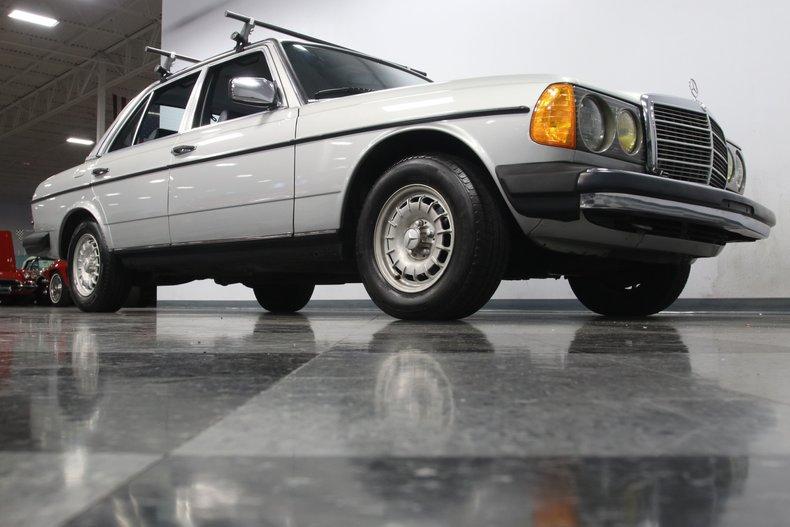 1985 Mercedes-Benz 300D 36
