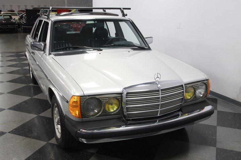 1985 Mercedes-Benz 300D 18