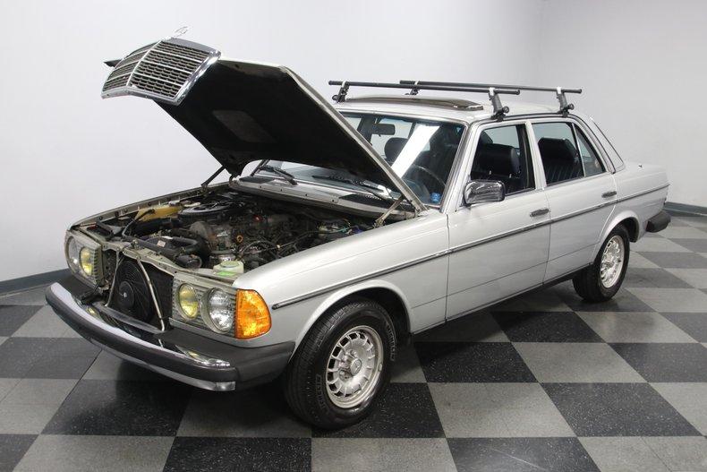 1985 Mercedes-Benz 300D 37