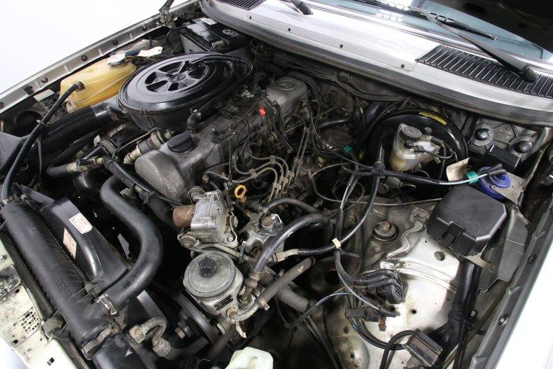 1985 Mercedes-Benz 300D 38