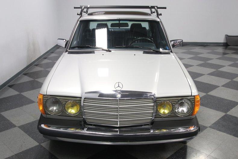 1985 Mercedes-Benz 300D 21