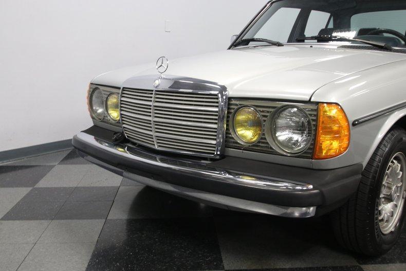 1985 Mercedes-Benz 300D 23