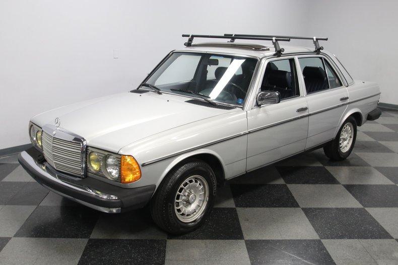 1985 Mercedes-Benz 300D 22