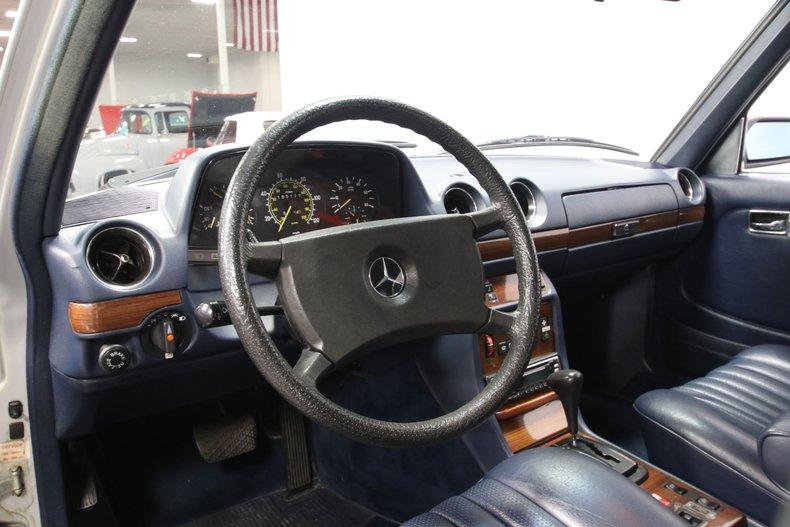 1985 Mercedes-Benz 300D 47