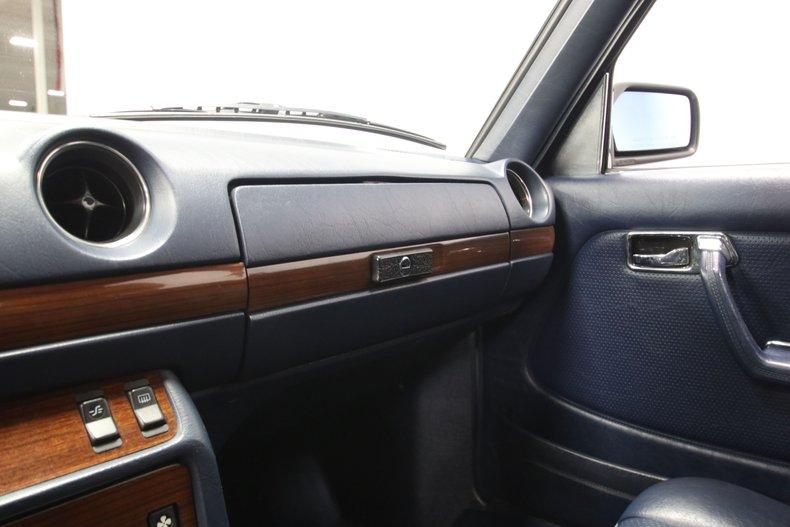 1985 Mercedes-Benz 300D 56