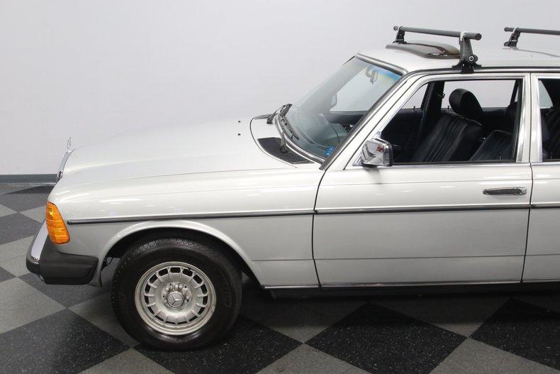 1985 Mercedes-Benz 300D 26