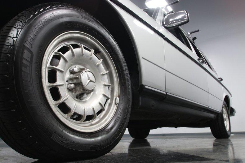 1985 Mercedes-Benz 300D 24