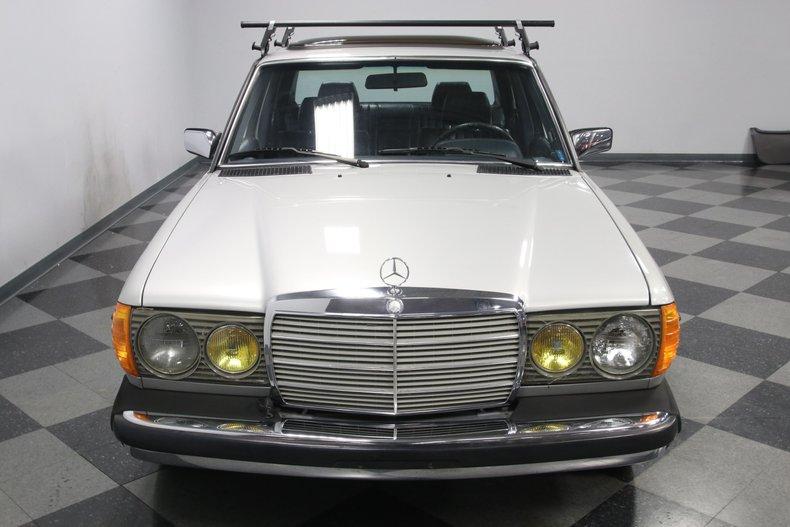 1985 Mercedes-Benz 300D 19