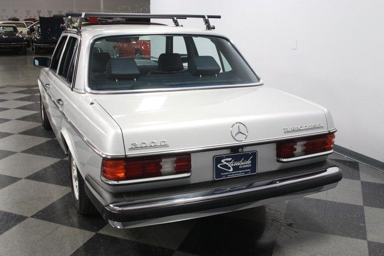 1985 Mercedes-Benz 300D 10