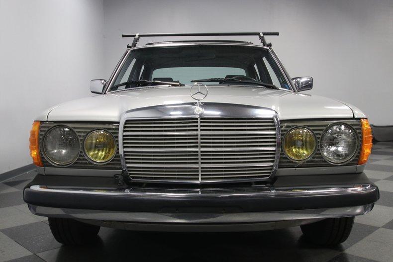 1985 Mercedes-Benz 300D 77