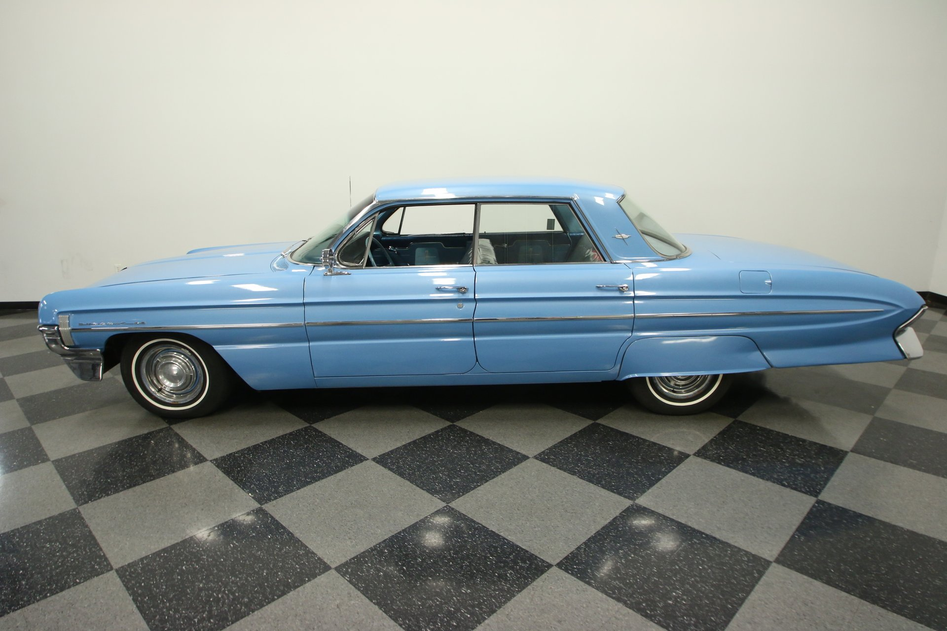 1961 oldsmobile dynamic 88 holiday sedan