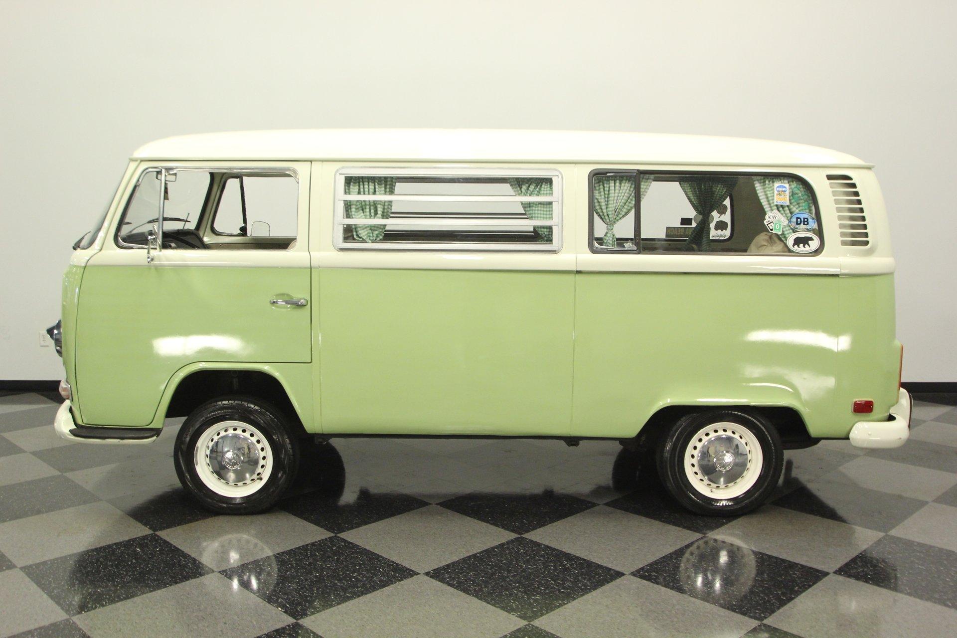 1972 volkswagen type 2 bus