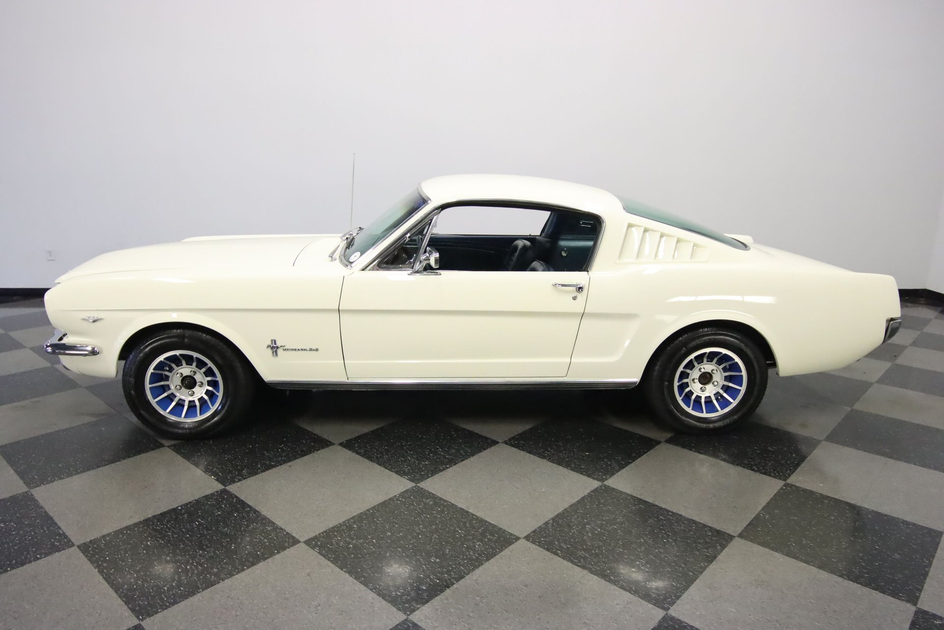 1965 ford mustang 2 2 fastback