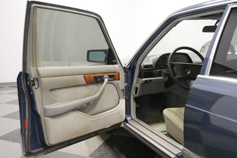 1983 Mercedes-Benz 500 SEL 26