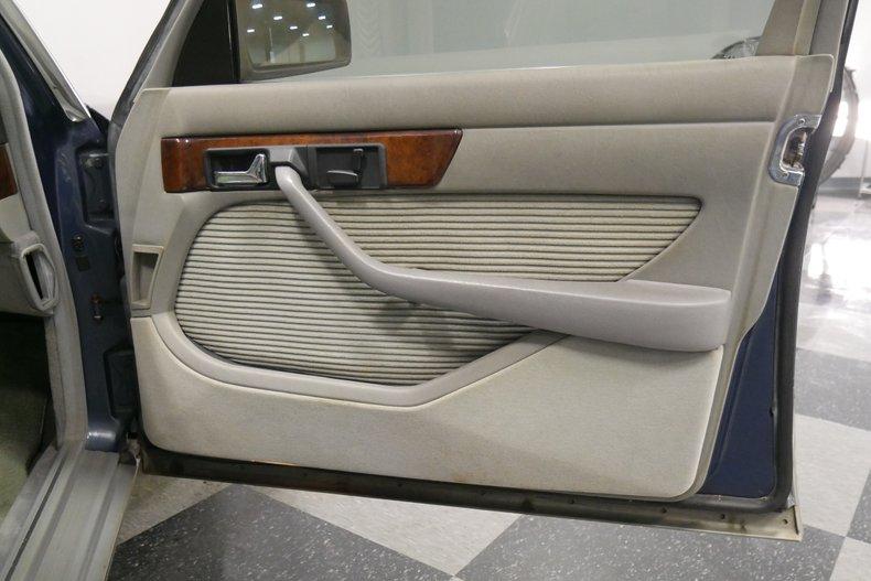 1983 Mercedes-Benz 500 SEL 42