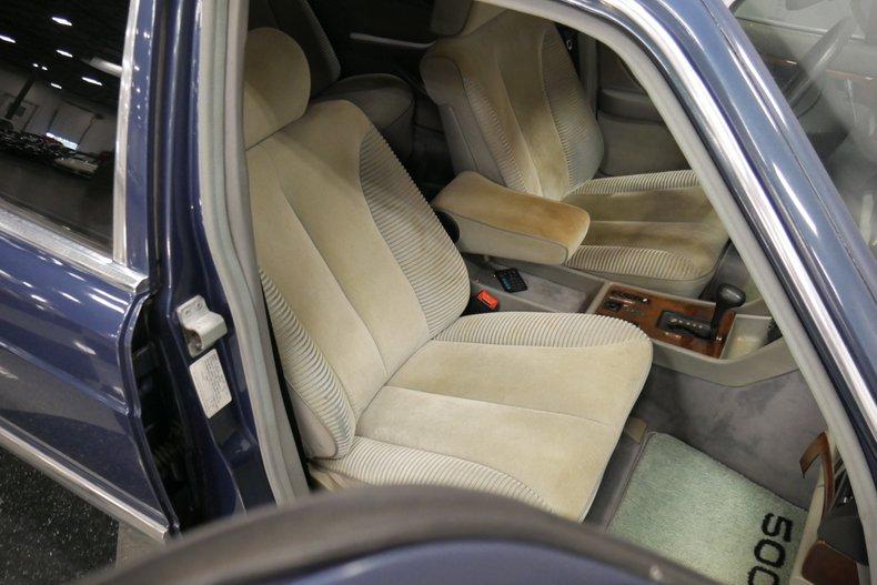 1983 Mercedes-Benz 500 SEL 38
