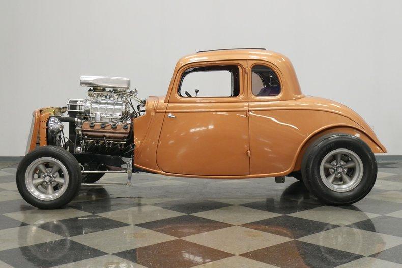 1934 Ford 5-Window 2