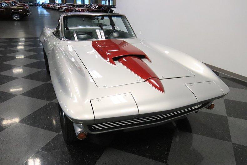 1965 Chevrolet Corvette 18