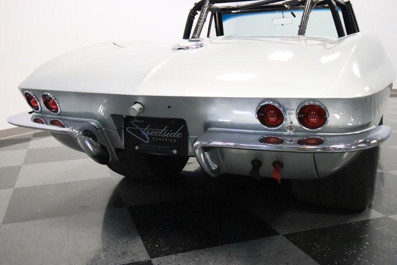 1965 Chevrolet Corvette 32