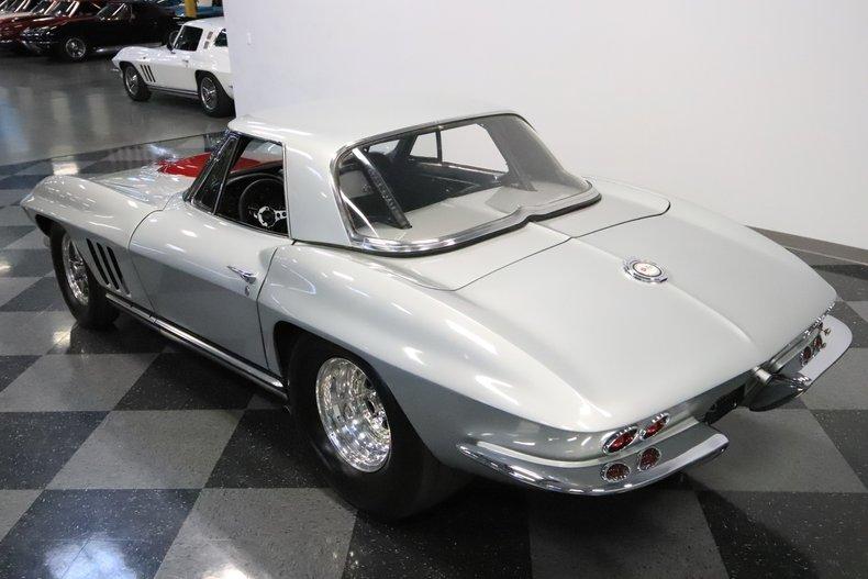 1965 Chevrolet Corvette 24