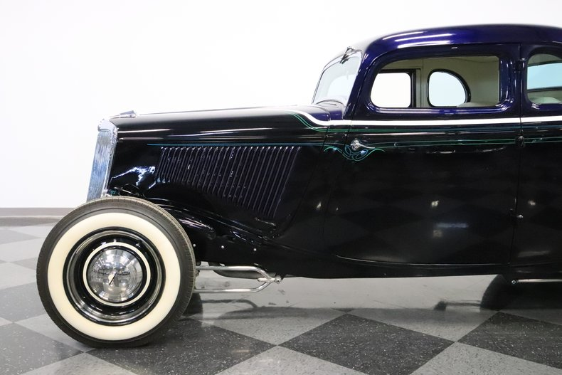 1934 Ford 5-Window 25