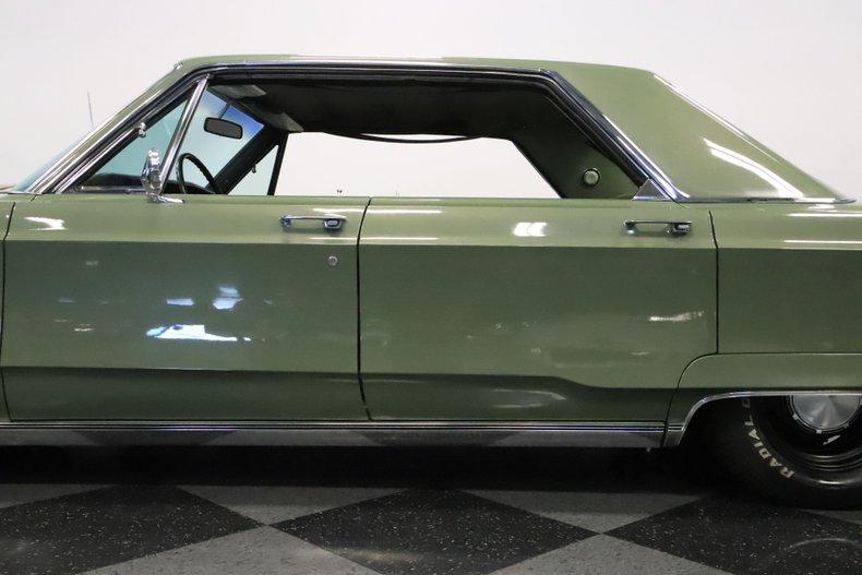 1968 Chrysler Newport 26