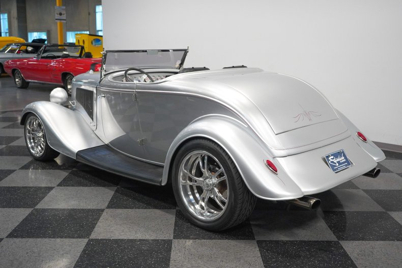 1934 Ford Roadster 9