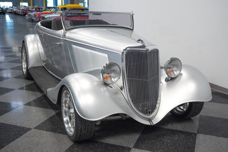 1934 Ford Roadster 18
