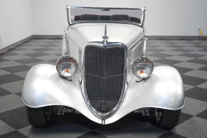 1934 Ford Roadster 19