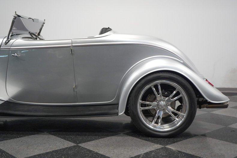 1934 Ford Roadster 29