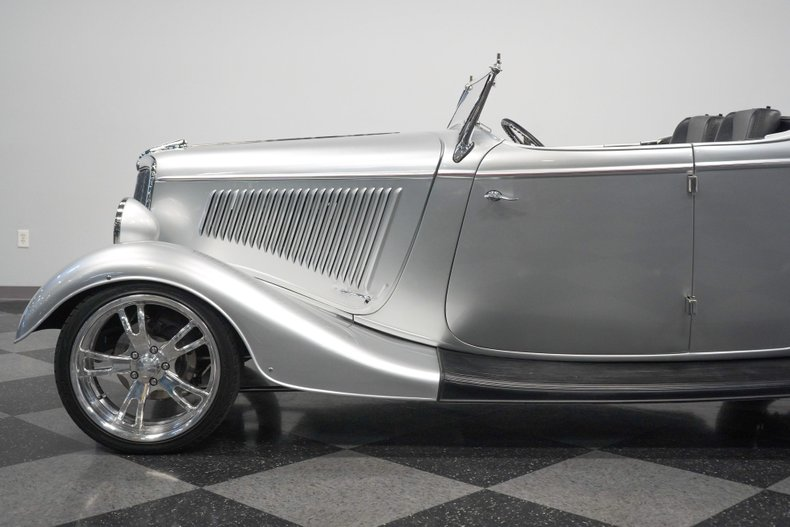1934 Ford Roadster 28