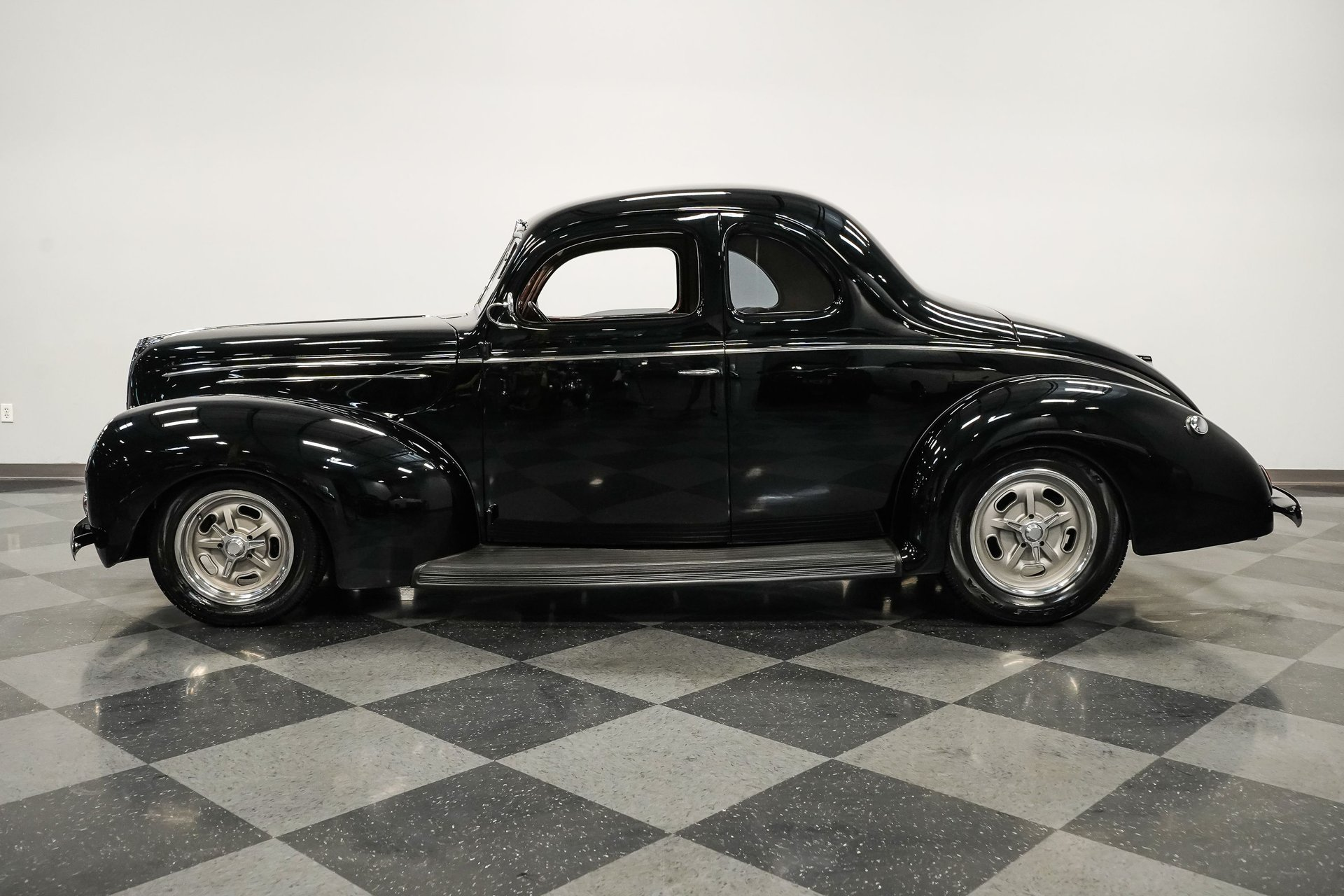 1939 ford deluxe 5 window coupe