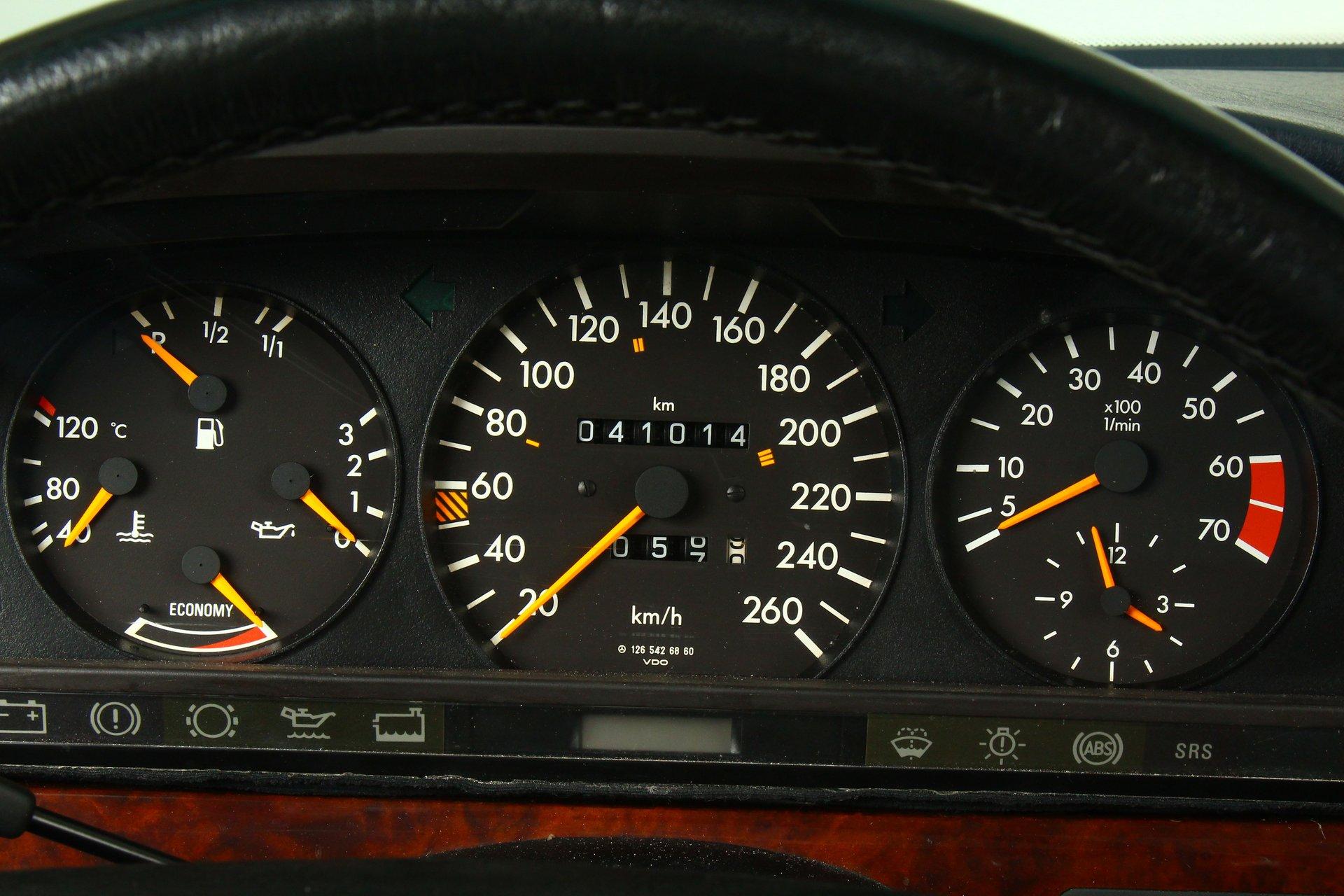 1986 Mercedes-Benz 560 SEL