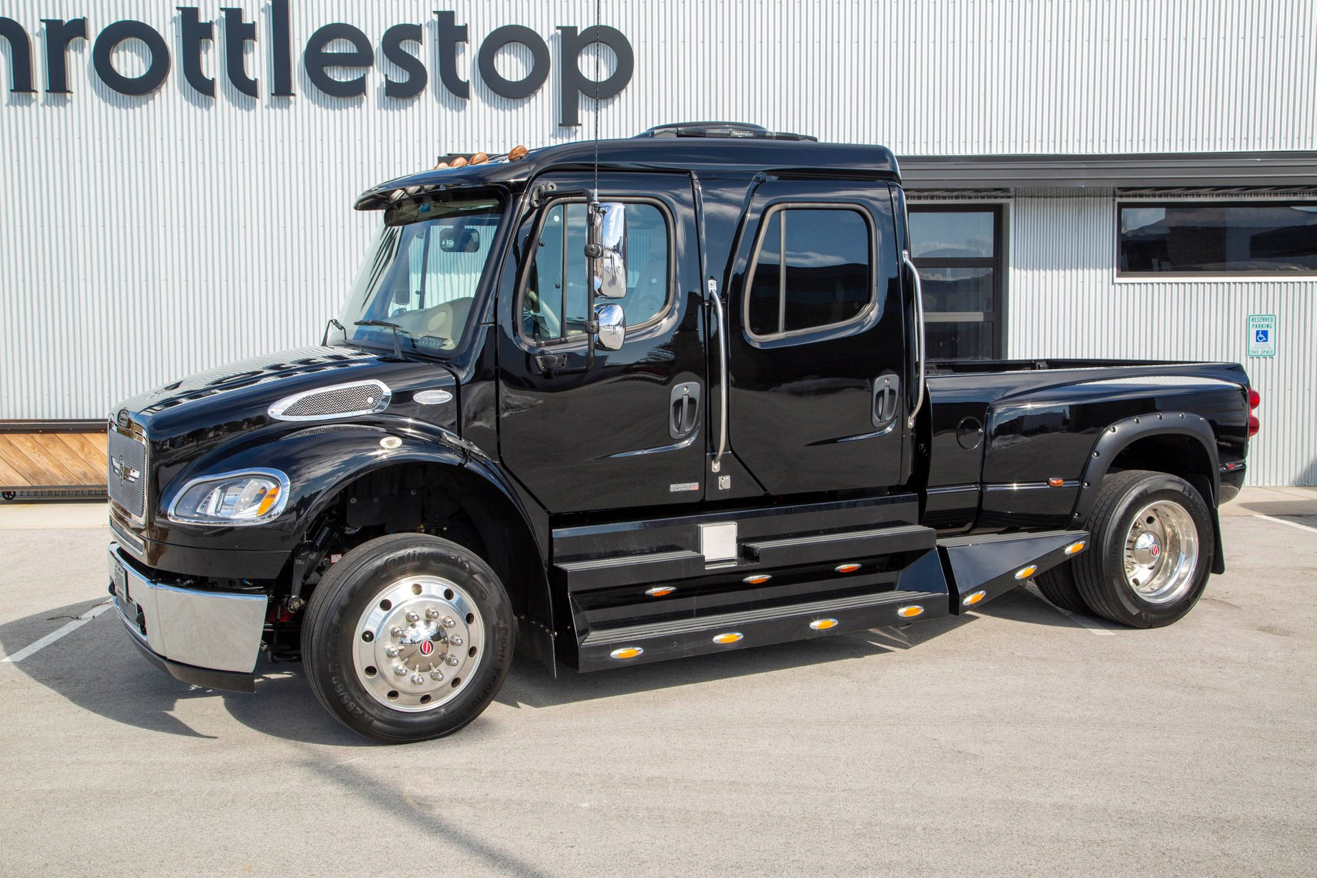 2010 freightliner sport chassis