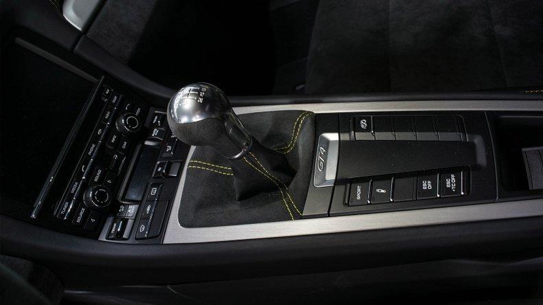 2016 Porsche GT4