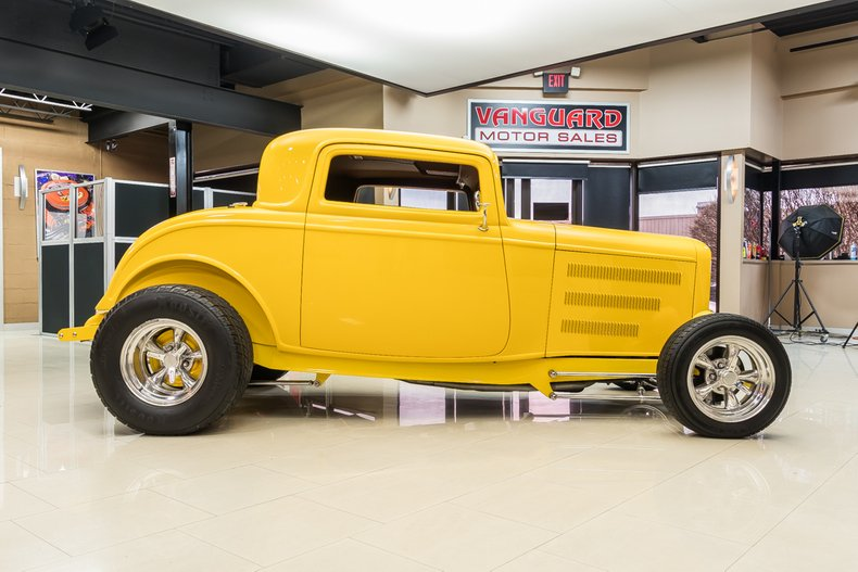 1932 Ford 3-Window 10