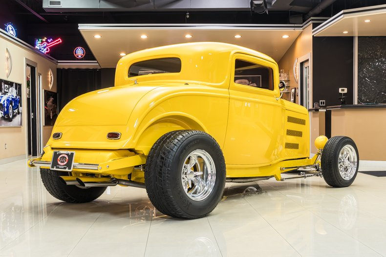 1932 Ford 3-Window 11