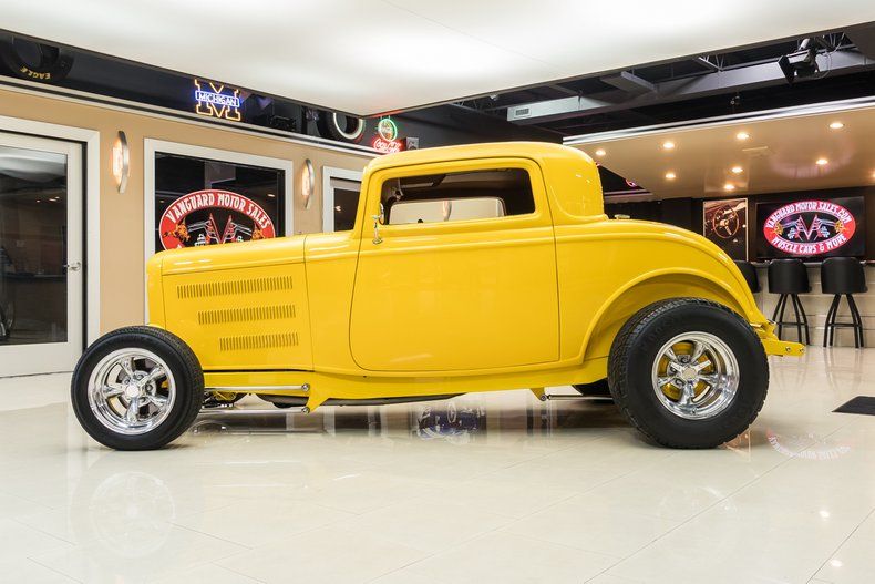 1932 Ford 3-Window 17